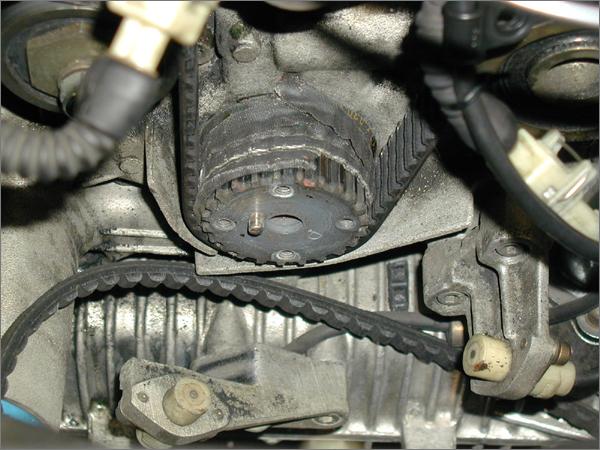 クーペフィアット20バルブのタイミングベルトの破損状態